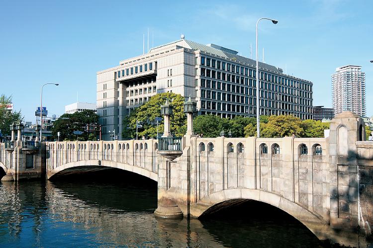 淀屋橋と大阪市役所